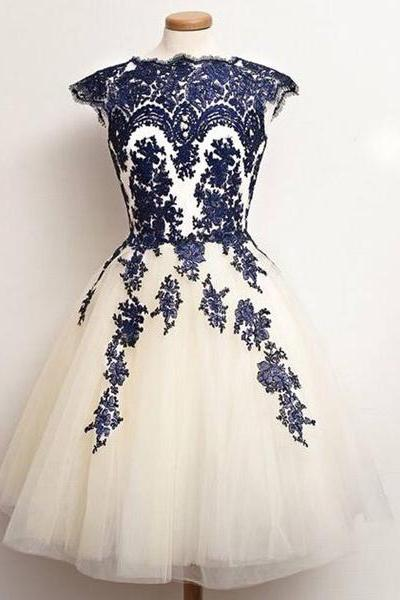 Princess Scalloped Neck Tulle Sleeveless Tea-length Appliques Lace Homecoming Dresses