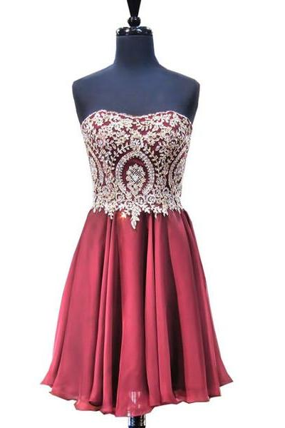 Gorgeous Short A-Line Sweetheart Appliques Lace Mini Burgundy Strapless Homecoming Dresses