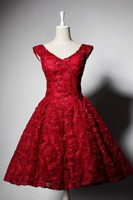 Red A-Line Tulle Short Appliques Lace Cap Sleeves V-Neck Lace-Up Homecoming Dresses