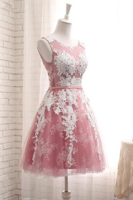 Short A-Line Scoop Neck Lace-Up Appliques Lace Homecoming Dresses